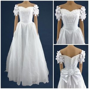 American VINTAGE 90's (4) White Beaded Bow Ball Gown Wedding Dress Off Shoulder
